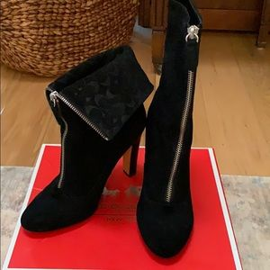 Shoes ankle heels boots sued excellent condition